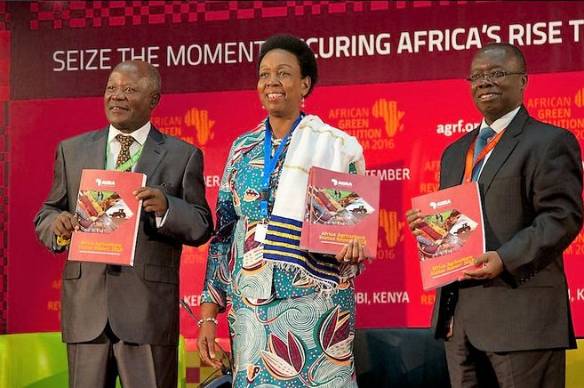 The launch of the African Agriculture Status Report (AASR). From Left: Dr. Namanga Ngongi, H.E. Rhoda Peace and Dr. David Ameyaw.